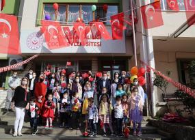 Vali Ünlü ve Eşi, 23 Nisan'ı Çocuk Evlerinde Kalan Çocuklarla Birlikte Kutladı