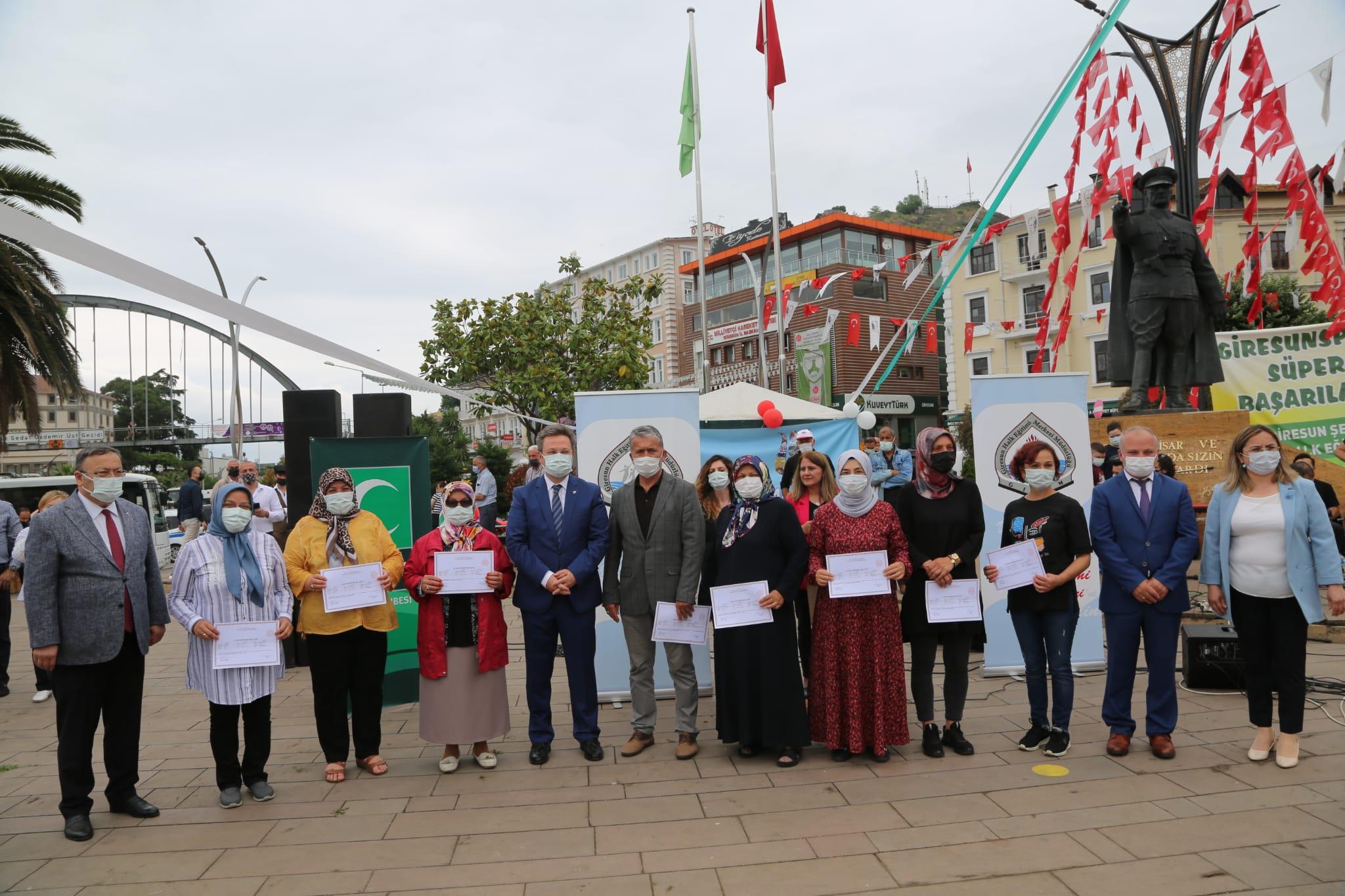 Şehit İsmail Bay Halk Eğitimi Merkezi Yıl Sonu Sergisinin Açılışı Yapıldı